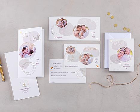 Graue Einladungen für eine bunte Hochzeit